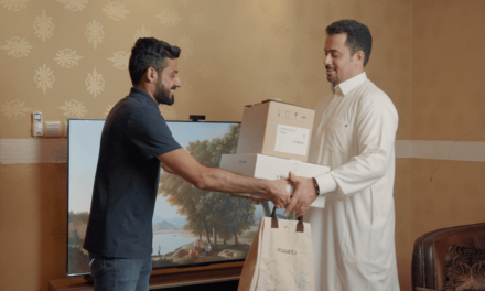 First customer in Saudi Arabia takes delivery of HUAWEI Vision S smart screen